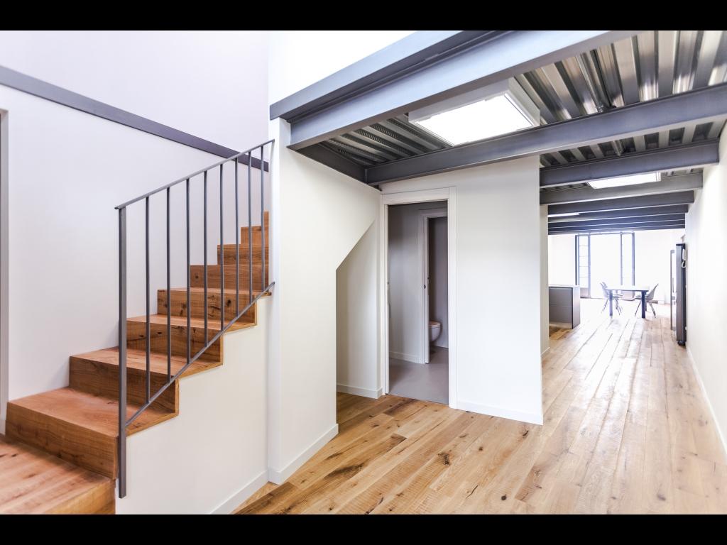 Moderne loft mit terrasse und seeblick for Loft terrasse